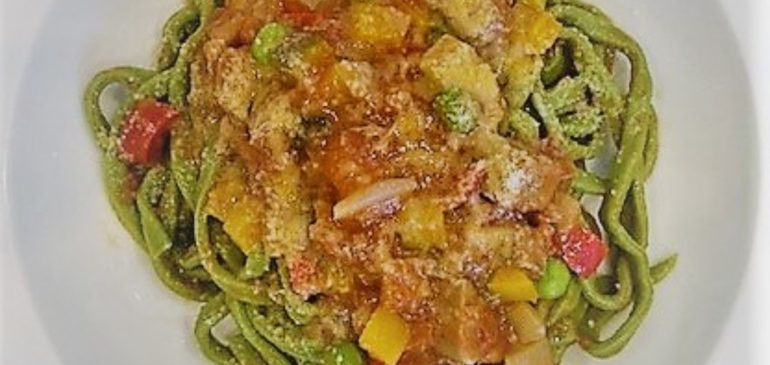 メニューのご紹介本日の日替わりパスタは、豚舌と彩り野菜のトマト煮込みソース ホウレン草を練り込んだ手打ちリングイネです! ・【サラダ+自家製パン+パスタ+食後のコーヒー】1000円+tax・ランチタイムでは日替わりパスタ(ショートパスタorロングパスタ)、ピザをご用意しております♪・イタリアで修行した料理長の腕を振るった本場さながらのお料理をご用意しておりますご来店お待ちしております 【ランチタイム】11:00-14:30【カフェタイム】14:30-16:30【ディナータイム】17:00-21:00・ご予約はお電話から️(03-3984-2221)・#アルテアトロ#東京芸術劇場#イタリアンレストラン #池袋グルメ #池袋 #池袋ランチ #池袋